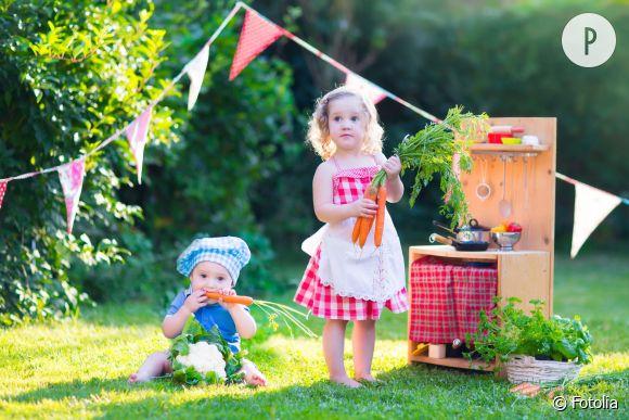 """Les petites filles sont-elles """"condamnées"""" à jouer toute leur enfance à la dînette et à la poupée, et les garçons sont-ils, eux aussi contraints, de ne jouer qu'avec des voitures et des jeux de construction ?"""