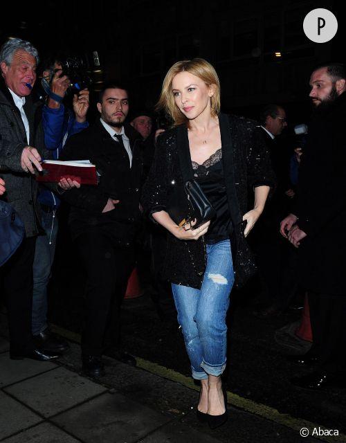 Kylie Minogue, le look boyfriend-chic qu'on adopte cet hiver !