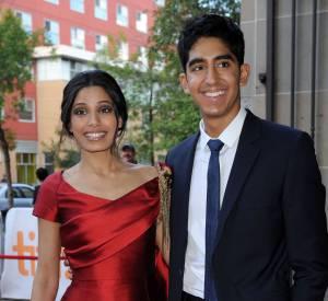 Un an après avoir officialisé leur relation sur tapis rouge au Festival Internatinal du Film de Toronto, Freida Pinto et Dev Patel posent sur le tapis rouge de l'événement, toujours aussi amoureux.