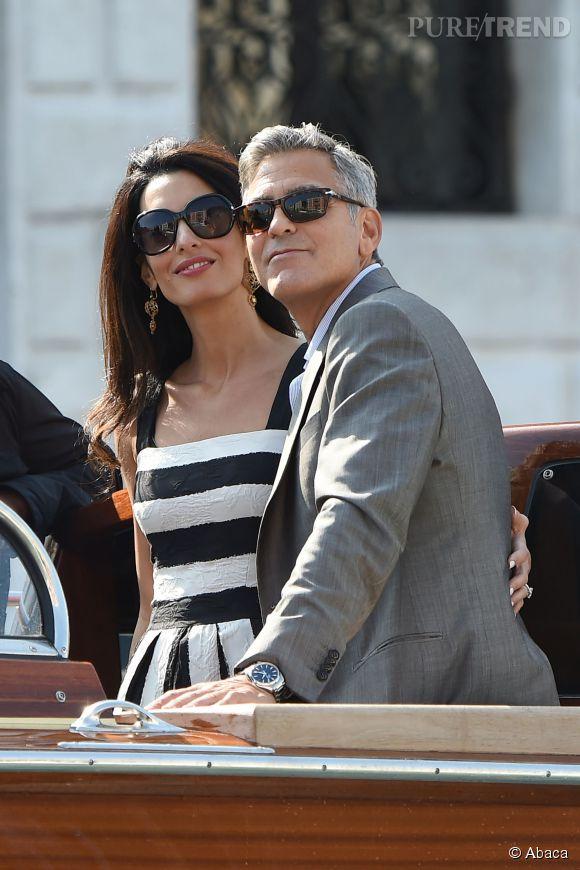 Robe à larges rayures, larges lunettes... Amal Alamuddin ne partage pas avec Jackie Kennedy que son amour pour les hommes de pouvoir.