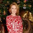 Kylie Minogue et la robe brodée rouge qui fera fureur à Noël, mais pas que.