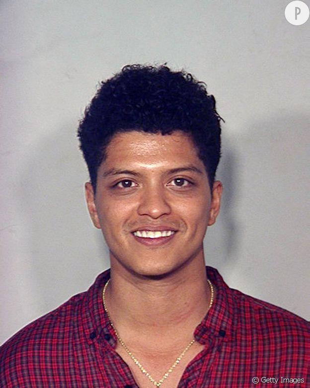 Bruno Mars encore sous l'effet de l'herbe qui lui a vallu d'être arrêté.