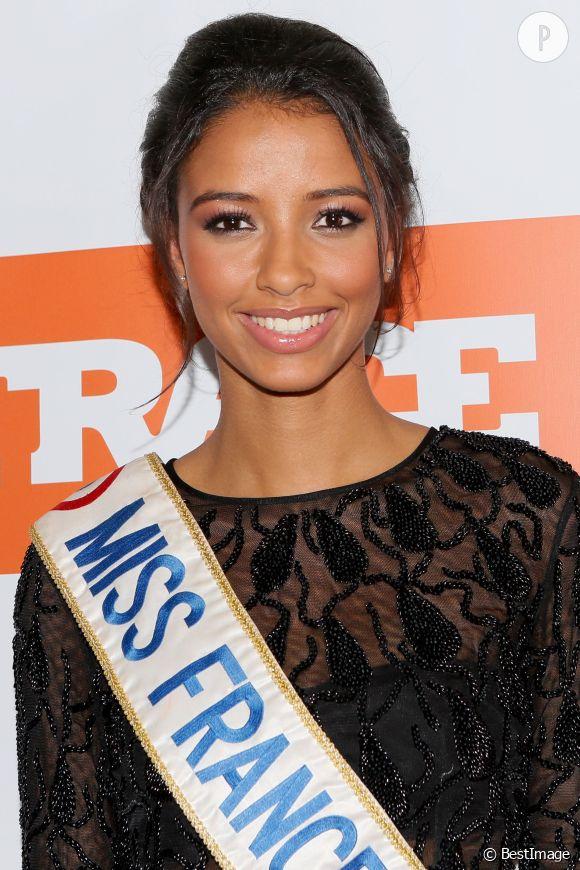 Flora Coquerel compte bien profiter de la vie en 2015 ! Pour elle, ce sera l'année du retour à la normale après son règne de Miss France.