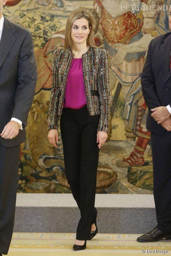 Letizia d'Espagne opte pour un look décontracté mais élégant, parfait pour un rendez-vous professionnel en journée.