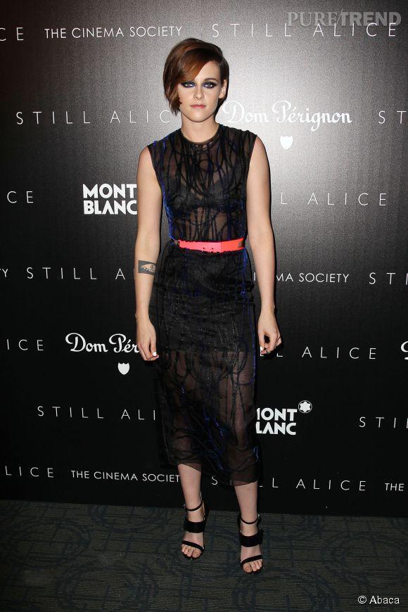 Hier, c'est dans une tenue signée Roksanda que l'actrice Kristen Stewart a pris la pose.