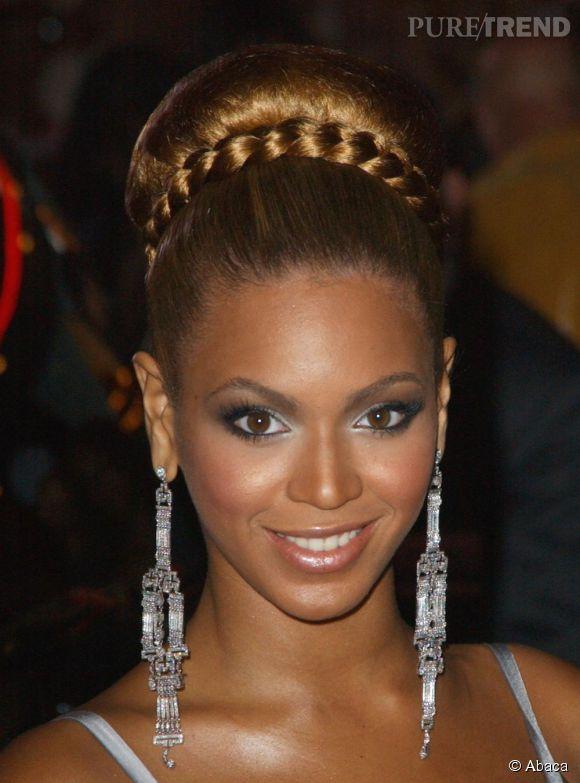 Beyonce Ose Le Maxi Chignon Haut Qu Elle Twiste Avec Une Tresse Facon Headband Pour Un Cote Chic Et Glamour Simple Mais Sophistique Puretrend