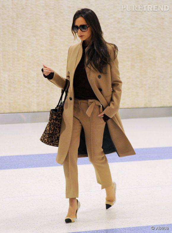 Victoria Beckham : un look impeccable hier à l'aéroport JFK de New York.