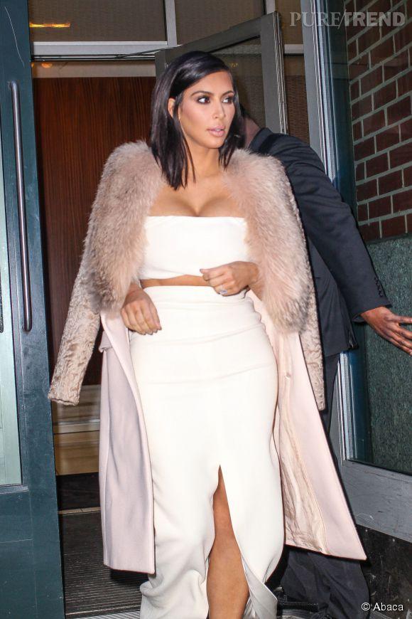 Kim Kardashian, deux tenues sexy pour le prix d'une à New York, le 10 février 2015.