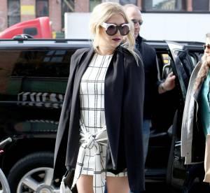 Kesha : minirobe sixties et cuissardes, à shopper