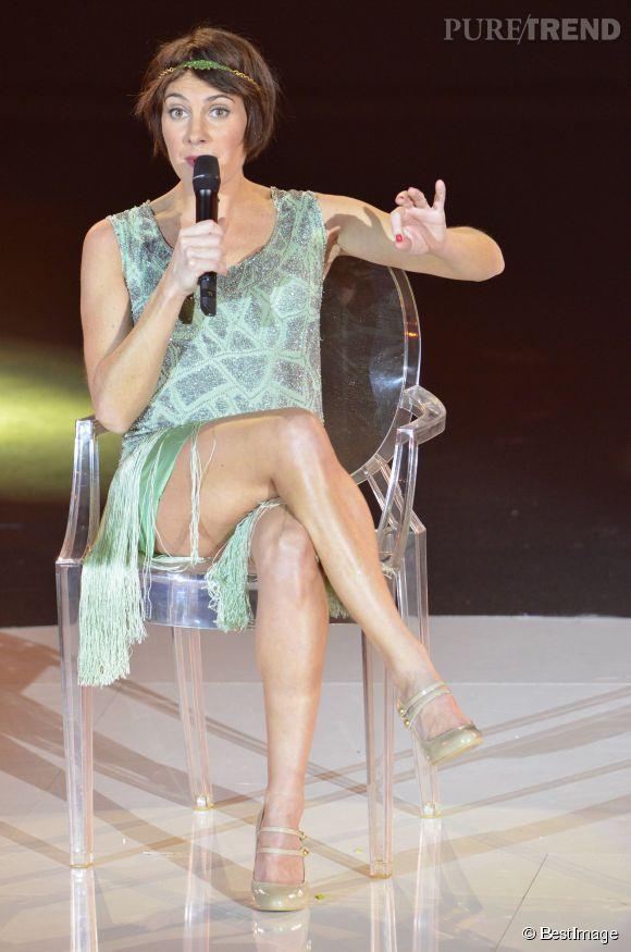 Alessandra Sublet aime mettre ses jambes en valeur.