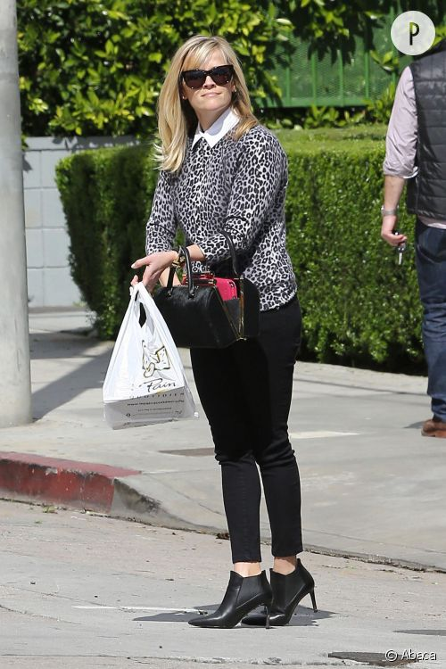 Reese Witherspoon : son look félin à shopper.