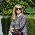 Reese Witherspoon pimente sa tenue d'un top léopard. A copier !