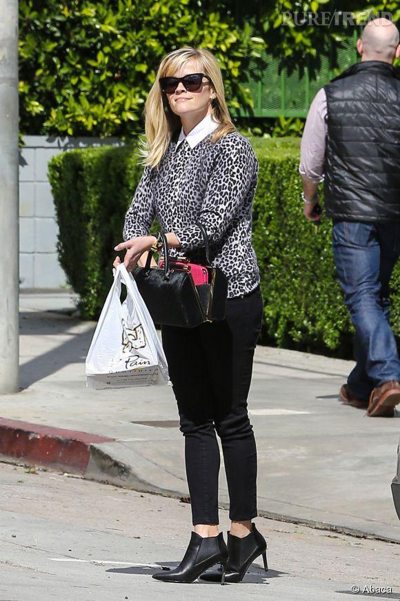 """Reese Witherspoon : la star de """"Wild"""" adopte l'imprimé léopard avec élégance."""
