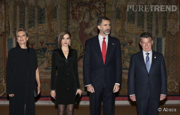 Letizia d'Espagne s'habille d'une robe aux airs de smoking.