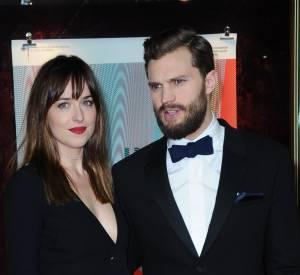 """Dakota Johnson et Jamie Dornan, le couple sulfureux de l'adaptation cinématographique """"50 Nuances de Grey""""."""