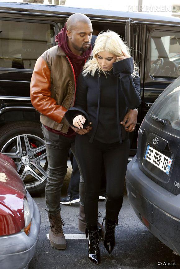 Kanye West ne peut pas s'empêcher de tripoter sa femme.