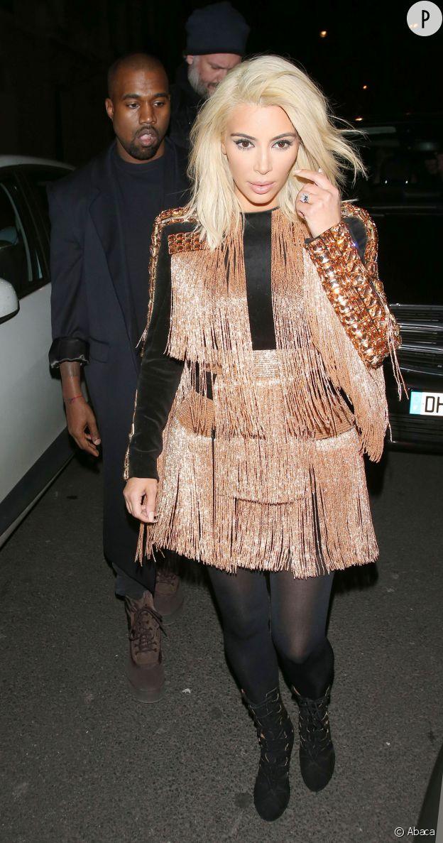 Kim Kardashian aurait mieux fait de garder son  brun naturel pour aller avec cette tenue cuivrée...
