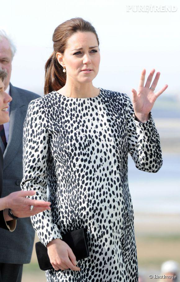 """A huit mois de grossesse, Kate Middleton continue ses visites officielles. Elle était aujourd'hui au musée d'art contemporain """"Turner Contemporary"""" de Margate, dans le Kent."""