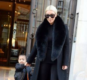Kim Kardashian et North West : la bimbo et son mini moi disent bye bye à Paris
