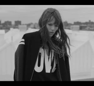 Freja Beha incarne la collection printemps-Eté 2015 de Mo & Co. .