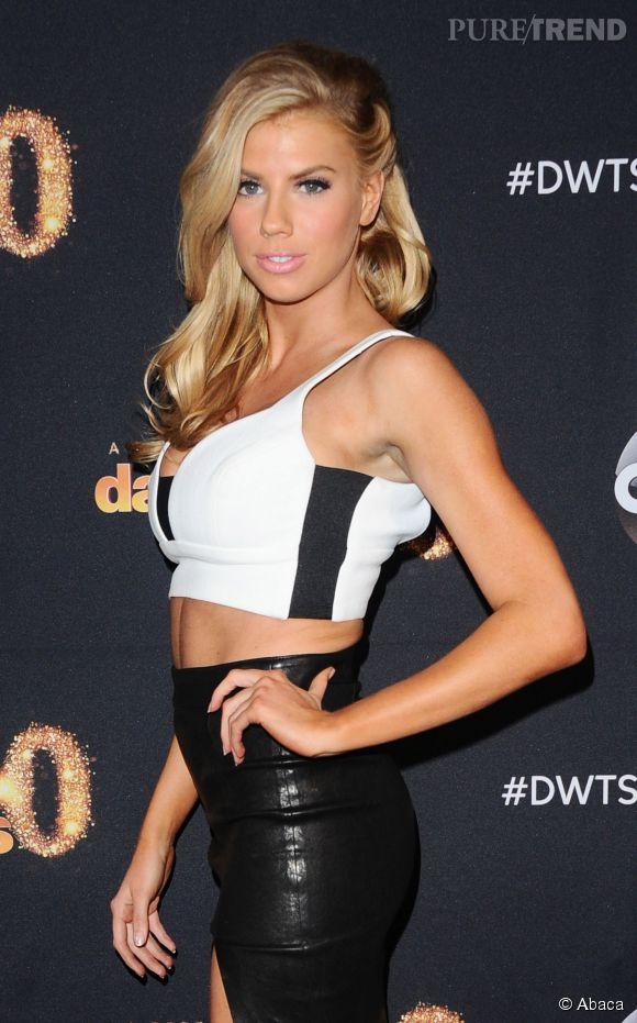 """Charlotte McKinney lors de la première de la saison 20 de """"Dancing with the stars"""" à Los Angeles le 16 mars 2015."""