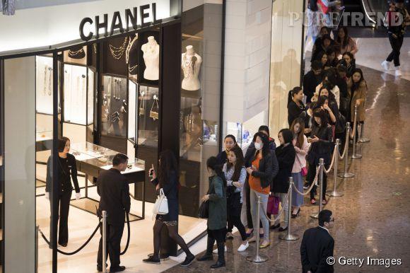 Chanel a annoncé mi-mars 2015 sa volonté de baisser ses prix en Chine.