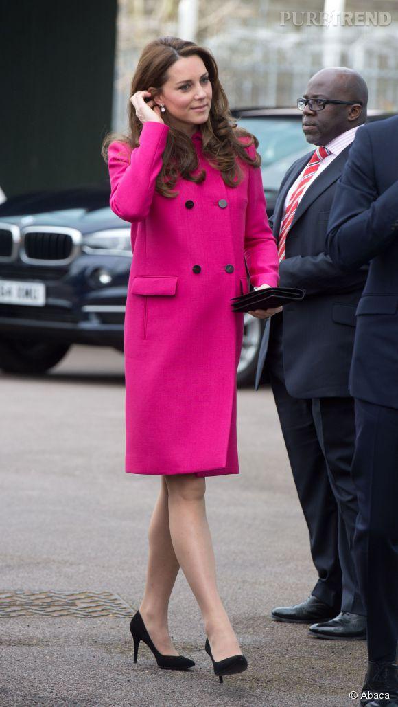 Kate Middleton, sublime en manteau Mulberry pour sa dernière sortie avant l'accouchement.