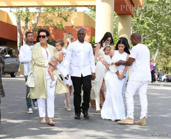 Kim et le reste du clan Kardashian-Jenner à l'église pour le dimanche de Pâques en Californie le 5 avril 2015.