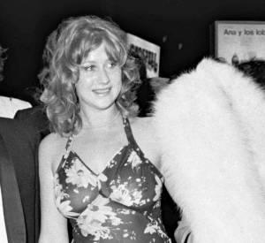 En robe à fleurs transparentes, Helen Mirren au Festival de Cannes 1973.