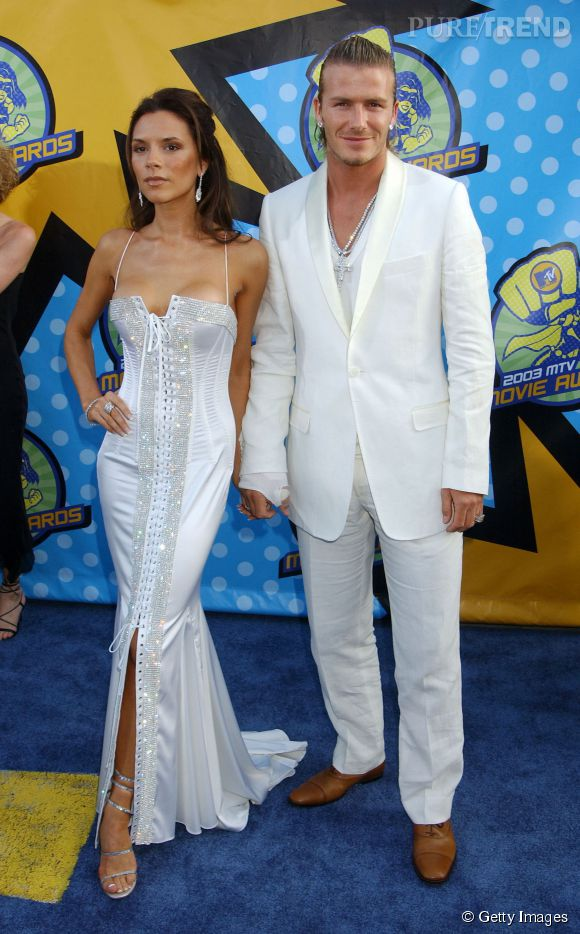 David et Victoria Beckham tentent la carte du blanc flshy pour les MTV Music Awards en mai 2001. Too much...