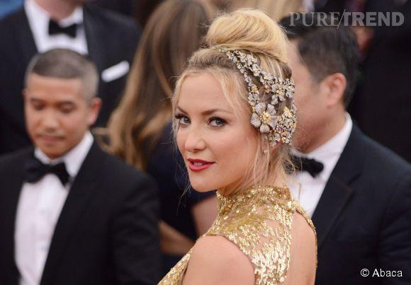 Kate Hudson porte un bijoux de tête Lorraine Schwartz au MET Ball 2015.