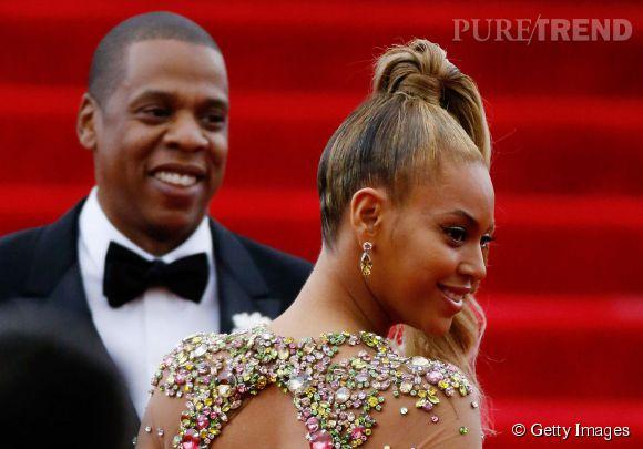 Beyoncé arbore des boucles d'oreilles Lorraine Schwartz  au MET Ball 2015.