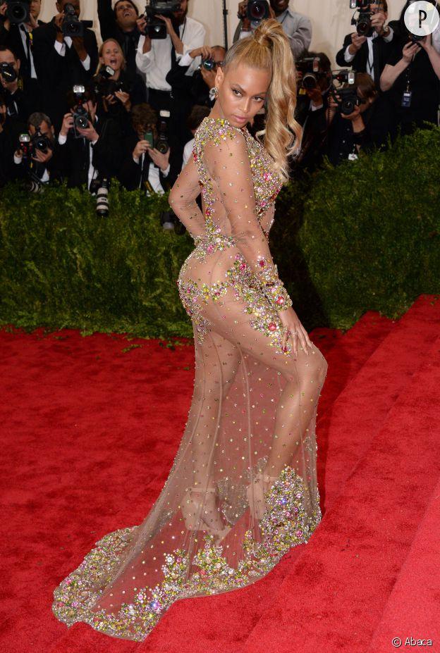 Met Ball 2015 : Beyoncé a pratiquement éclipsé tout le monde en apparaissant nue sous sa robe Givenchy !