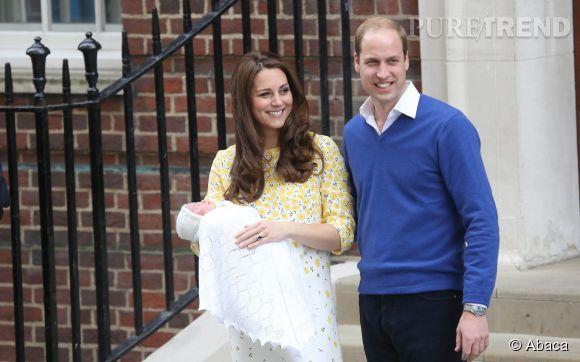 Kate Middleton et le prince William avec la princesse Charlotte le jour de sa naissance le 2 mai 2015.