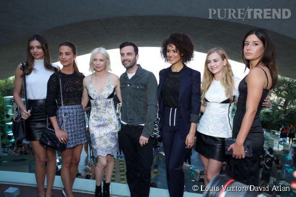 Miranda Kerr, Alicia Vikander, Michelle Williams, Nicolas Ghesquière, Nathalie Emmanuel, Britt Robertson et Adèle Exarchopoulos au défilé Louis Vuitton Croisière 2016 à Palm Springs le 6 mai 2015.