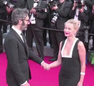Emmanuelle Béart est amoureuse sur le tapis rouge du Festival de Cannes