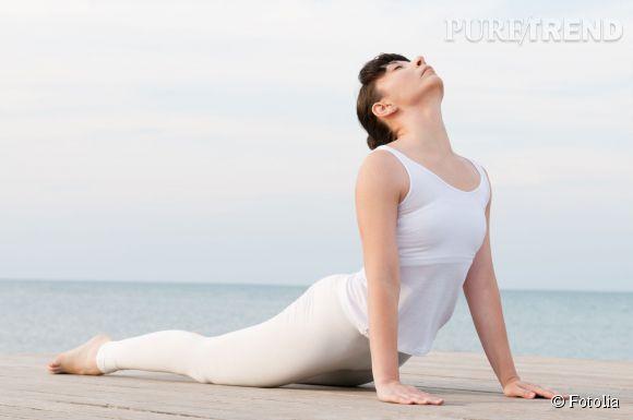 Perdre du ventre c'est aussi se relaxer : tentez le yoga. La position du cobra fait notamment travailler les abdos et le dos !