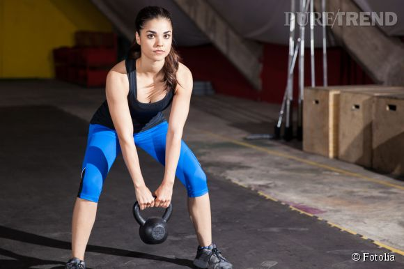 Le squat est un excellent exercice pour perdre du ventre rapidement et afficher un ventre plat.