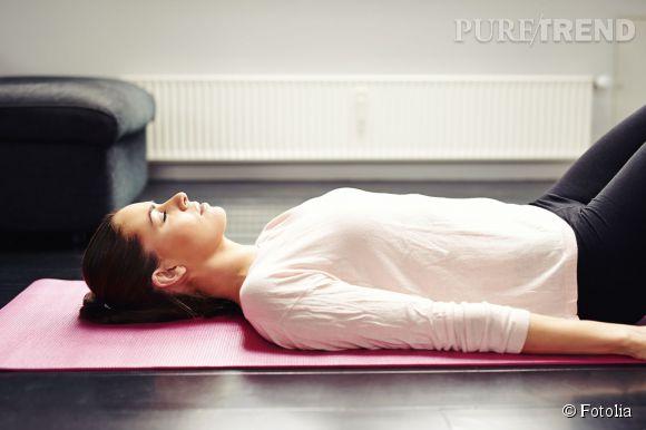 Pour un ventre plat, commencez en douceur avec de la respiration abdominale. Il est essentiel d'expirer en contractant et d'inspirer en relâchant.