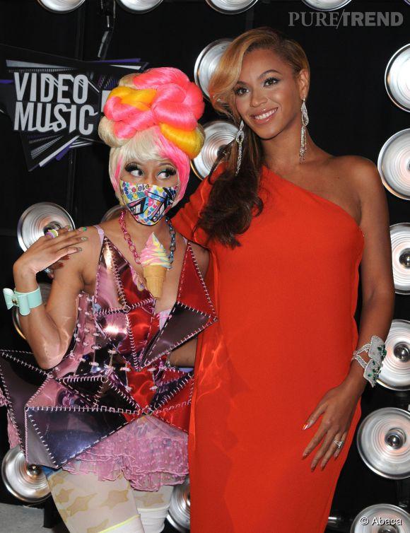 """Nicki Minaj et Beyoncé, bien plus sexy dans le clip de """"Felling Myself"""" que sur tapis rouge."""