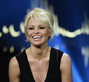 """Pamela Anderson, nue pour la PETA : elle rejoue """"Psychose"""" d'Hitchcock"""