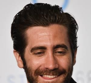 Jake Gyllenhaal se mord la langue pour ne pas dire de bêtise.