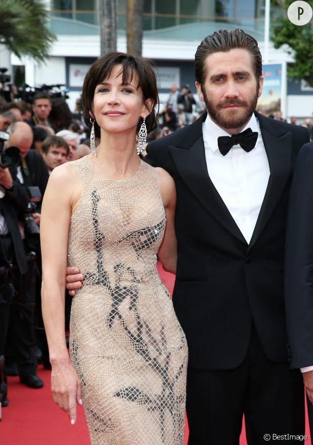 Sophie Marceau a fait sensation avec sa robe Armani Privé, au bras du beau Jake Gyllenhaal, lors de la cérémonie de clôture du Festival de Cannes 2015.