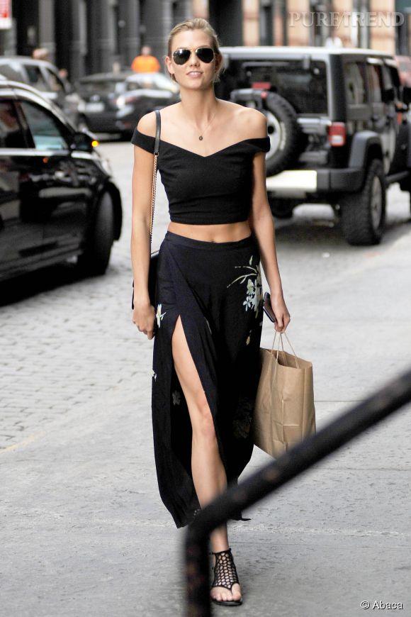 Karlie Kloss devant l'appartement de Taylor Swift, ce jeudi 28 mai 2015 à New York.
