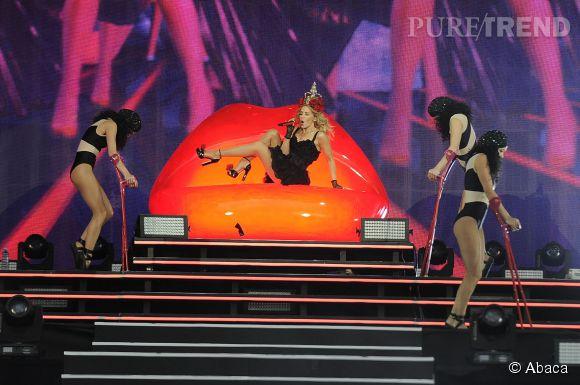 Kylie Minogue, 47 ans et un jeu de jambes impeccable.
