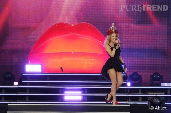 Kylie Minogue a fait une apparition très sexy au British Summer Time Festival.
