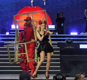 Kylie Minogue, look romantique et sexy pour le British Summer Time Festival