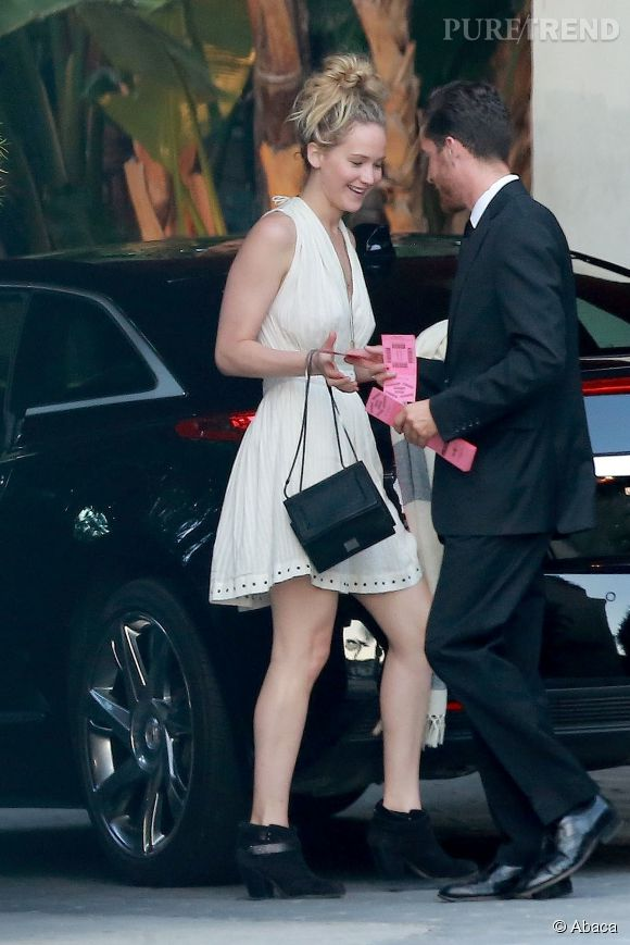 Jennifer Lawrence photographiée à son arrivée à l'hôtel.