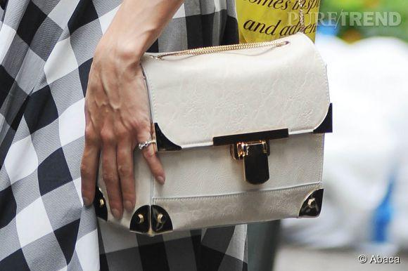 Vanessa Hudgens opte pour le sac cartable, un classique.