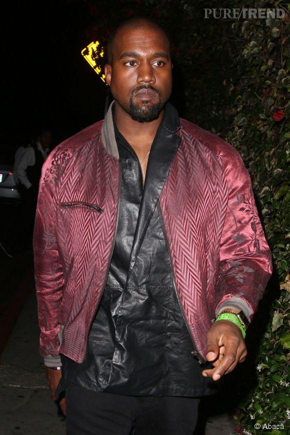 Kanye West pose aux côtés de sa belle-soeur Kendall Jenner en une du  Vogue  japonais.